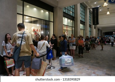Honolulu - November 26, 2015:  Crowd of People in line at mall on Black Friday outside Banana Republic at the Ala Moana shopping center. taken on November 26, 2015 at Ala Moana Shopping.