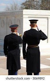 Honor guard at the tomb of unknown soldiers in Arlington National Cemetery