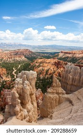 Hoodoos in the cliffs from the Rim Trail in Bryce Canyon National Park, Utah