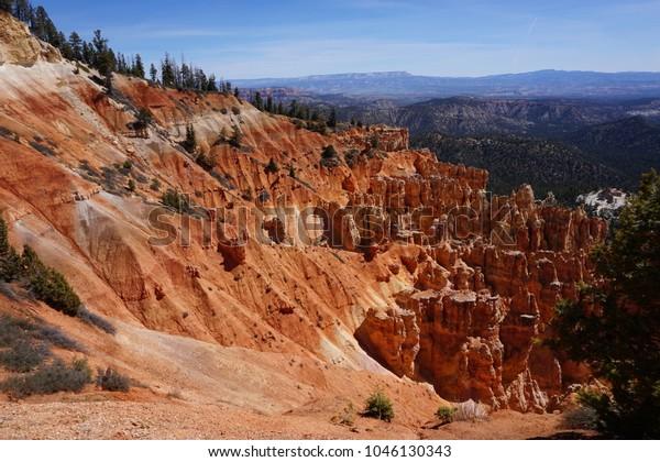Hoodoos, pine trees and red rock at Ponderosa Point, Bryce Canyon National Park, Utah