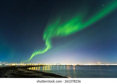 horiziontal composition of aurora borealis