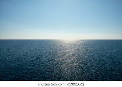 Horizon line over the ocean - background