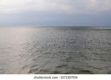 Horizon on the lake and waves and clowds