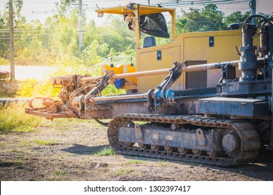 Horizontal Directional Drilling Machines, machine for Installing underground pipe along a prescribed bore path from the soil surface.Construction of Oil Pipeline.