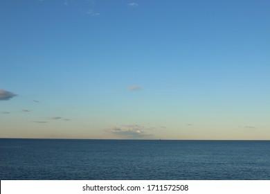 horizontal ocean view, day light