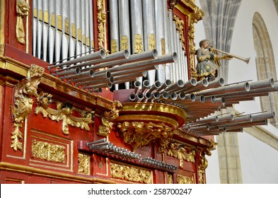 Horizontal pipes and tubes in an old organ