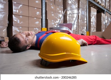 Horizontal view of an accident in a warehouse