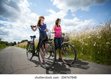 Horizontal view of bicycle trip during sunny day
