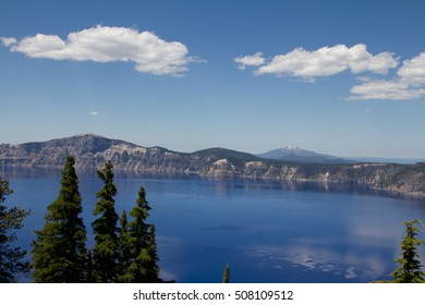 A horizontal view of the Crater Lake in Oregon, US