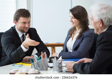 Horizontal view of discussion during business appointment