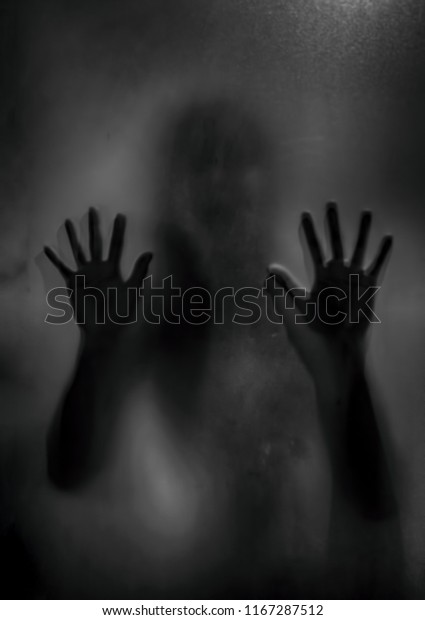 Schwarzes Fingern Weißes Mädchen