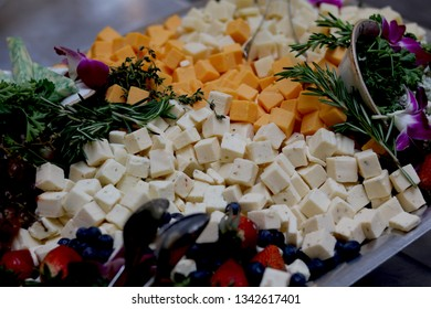 Hors d'oeuvre tray of cheese and fruit