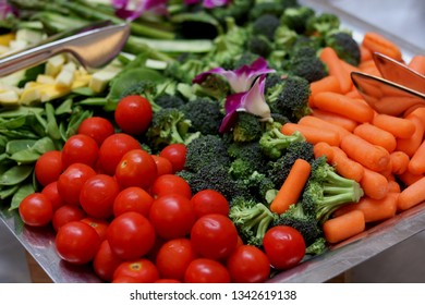 Hors d'oeuvre tray of vegetables