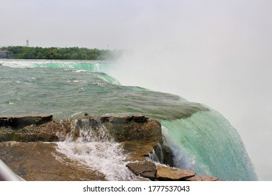 horse shoe falls at niagra, new york
