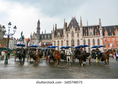 Horses and carriages in Market Square Bruges West Flanders in Belgium EU EUROPA- 06/06/2015 17:33:20