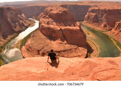 Horseshoe bend - man looking at the stunning view