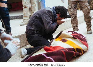 The hospital of Gagjali, a suburb of Mosul, during the offensive against ISIS. A man crying the death of his son. Gajali 2016/Nov/28