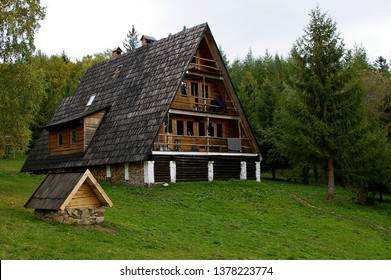 """The hostel at the top of the Otryt mountain range in the Bieszczady mountains is called the """"sociologist's hut""""."""