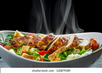 Hot chicken and fresh vegetables as a healthy salad