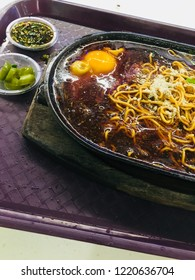 Hot plate Sizzling yee mee noodles.