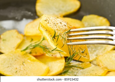 hot roast potatoes with dill and black pepper