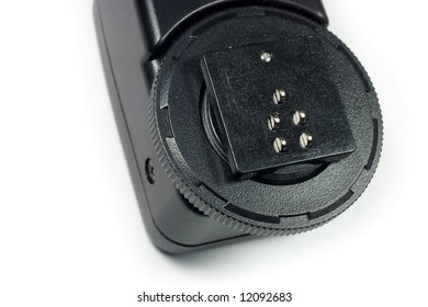 Hot shoe connecting wire for flash, isolated