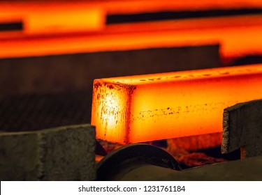Hot square steel bloom on the roll-table