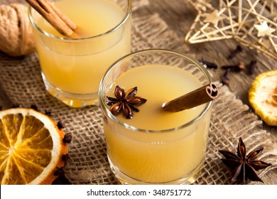 Hot toddy drink (apple rum punch) for Christmas and winter holidays.