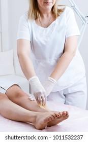 hot wax depilation procedure