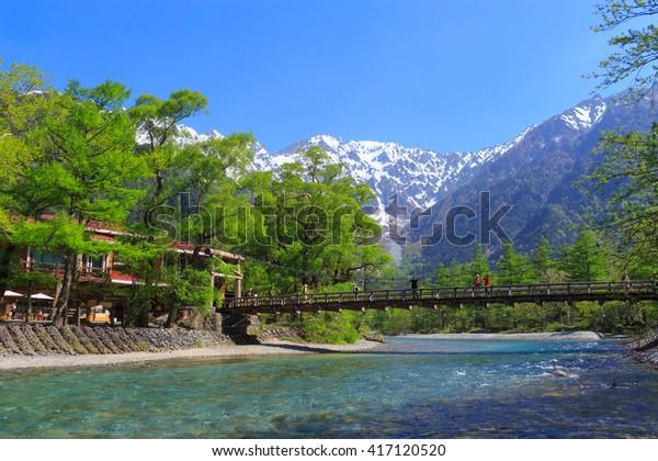 日本長野上高知の穂高山地と河童橋