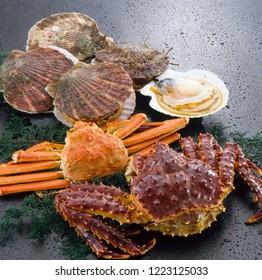 Hotate (japanese scallops), Zuwai-gani (red snow crab), Taraba-gani (red king crab)