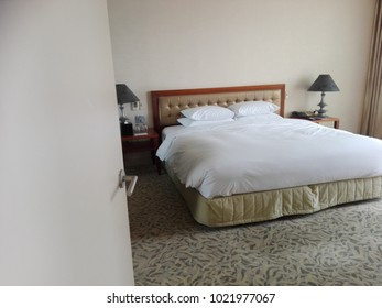 hotel double bed room