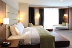 hotel-room-250nw-123035896.jpg