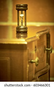 Hourglass on the chest of drawers