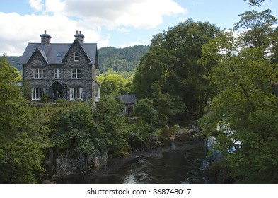 House beside a river, summers day in Beytws y coed