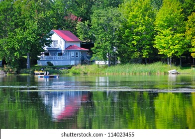 House by the lake in Quebec, Canada