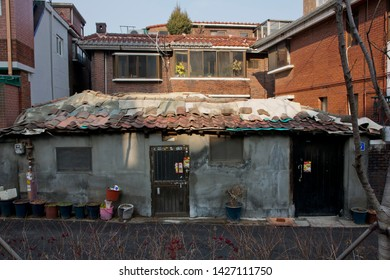 House in Korean style : December 17, 2015  A lot of people still live in the house in  korean style , Seoul, Korea