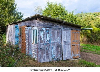 House made with recycled wooden doors and windows of ruined houses.