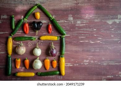 une maison à base de petits légumes méditerranéens