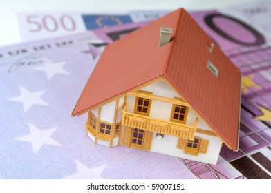 House model on Euro-banknote