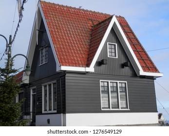 House on harbor quay in dutch village of Vollendam