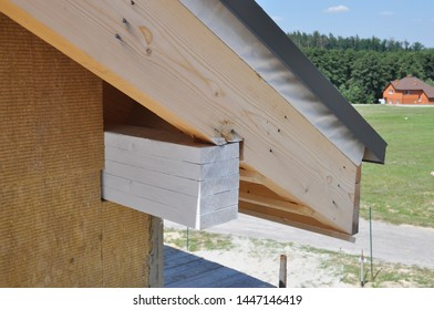 House roof eaves corner insulation