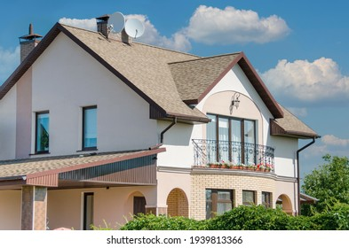 House with shingle roof cappuccino color