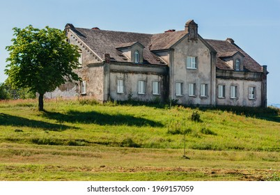 House for workers. The Gutten-Chapsky estate. The Chapskys' palace and park ensemble. Manor of the XIX century. Priluki. Minsk Region. Belarus. 07.17.2020. The manager's house and the brewery building