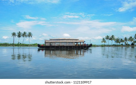 houseboat in kuttanad