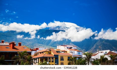 houses near the port of Puerto de la Cruz with the mount Teide in the background, Tenerife, Spain
