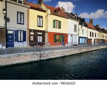 Houses next to canal or river. - amiens - the canal de la somme, somme department, picardy france