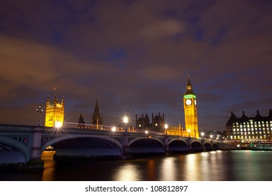 Houses of parliament with Big Ben at night