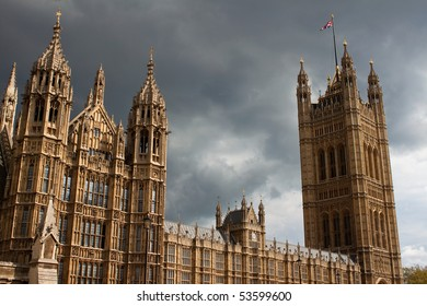 Houses of parliament in London - Cloudy sky