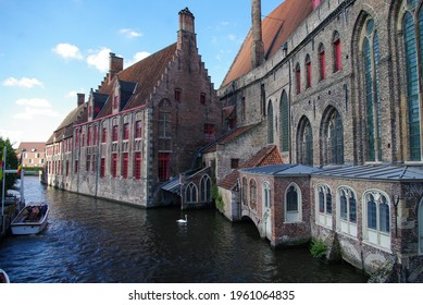 Houses and streets full of life in the city of Bruges in Belgium Commercial city that benefited from belonging to the Spanish Empire.